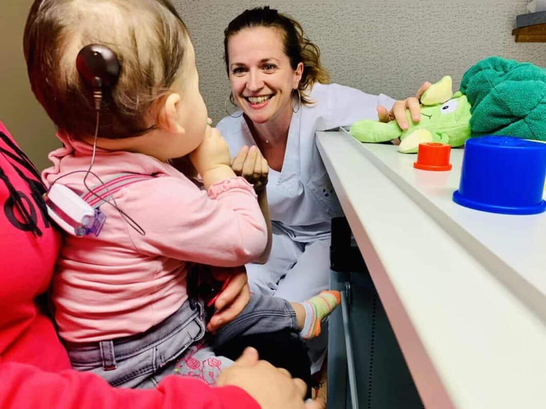 Première activation d'un implant cochléaire au CHL